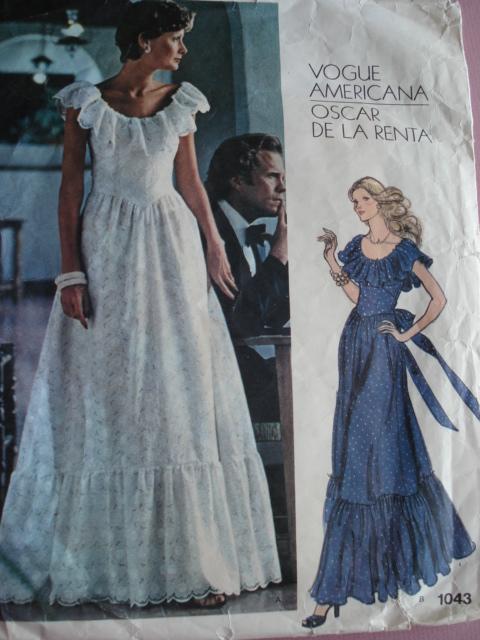 1970s Romantic Party Evening Dress Oscar De La Renta