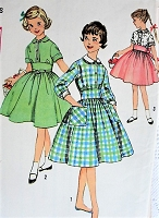 Late 1950s PRETTY Child's Dress with Detachable Collar and Cuffs Simplicity 3101 Little Girls Sewing Pattern Chest 26