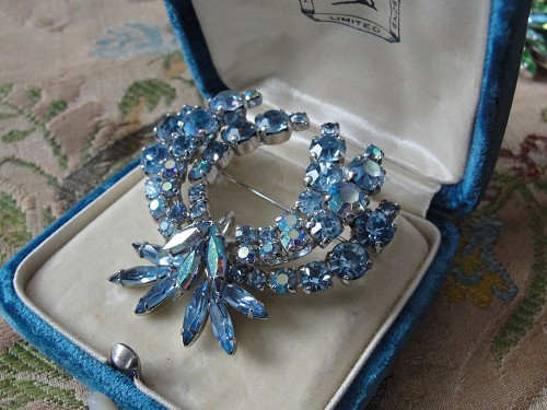 Vintage SHERMAN Signed Glittering Blue Rhinestones Brooch,Prong Set,Brilliant Rhinestones,Dazzling Swarovski Crystal,Collectible Jewelry