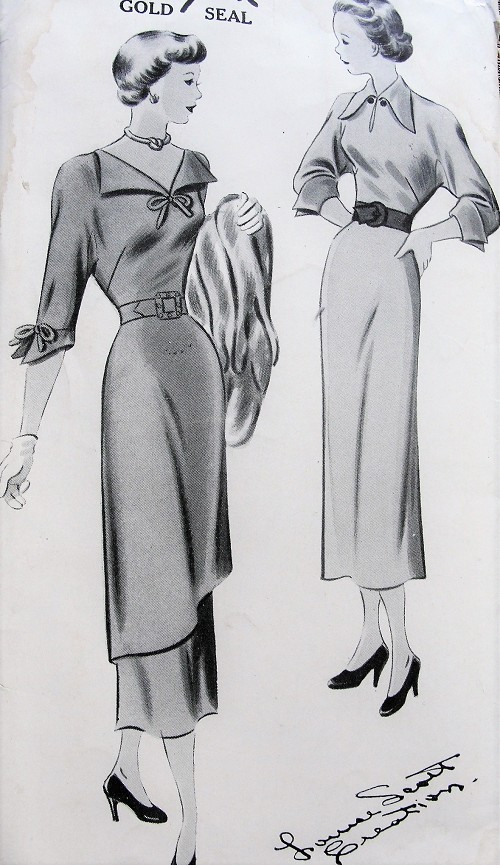 1940s Vintage STYLISH Sewing Pattern Dress in Two Styles Short or Three-Quarter Sleeves, V-Neck or High Neckline, Slim or Three-Piece Skirt New York Pattern 550 Bust 32