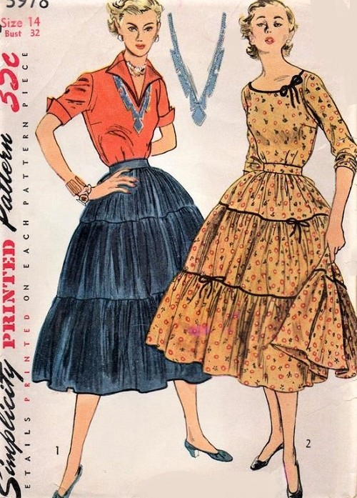 1950s BOHO Blouse and Skirt Pattern SIMPLICITY 3978 Wing Collar or Round Neckline Top, Broomstick or Tiered Full Skirt Very Pretty Styles Bust 32 Vintage Sewing Pattern