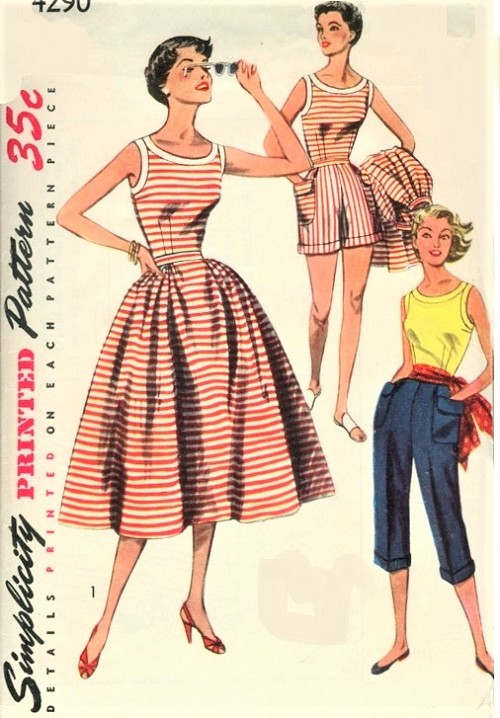 1950s FAB Weekend Wear Pattern SIMPLICITY 4290 Travel or Beachwear Scoop Neck Blouse,Full Skirt,High Waist Shorts and Pedal Pushers Bust 32 Vintage Sewing Pattern