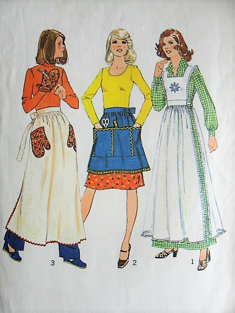 1970s RETRO Apron, Pinafore, and Oven Mitt Simplicity 7246 Vintage Sewing Craft Pattern