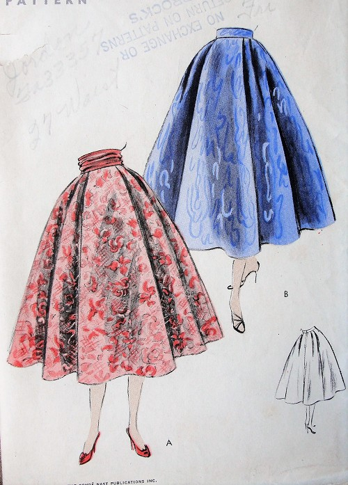 1950s BEAUTIFUL Full Skirt Pattern VOGUE 8206 EASY to Make 5 Gored Flared Skirt Waist 28 Vintage Sewing Pattern
